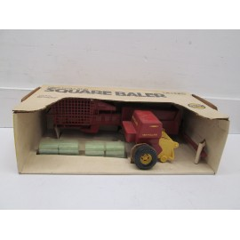 SQUARE BALER WITH BALES, FROM 80'S NIB